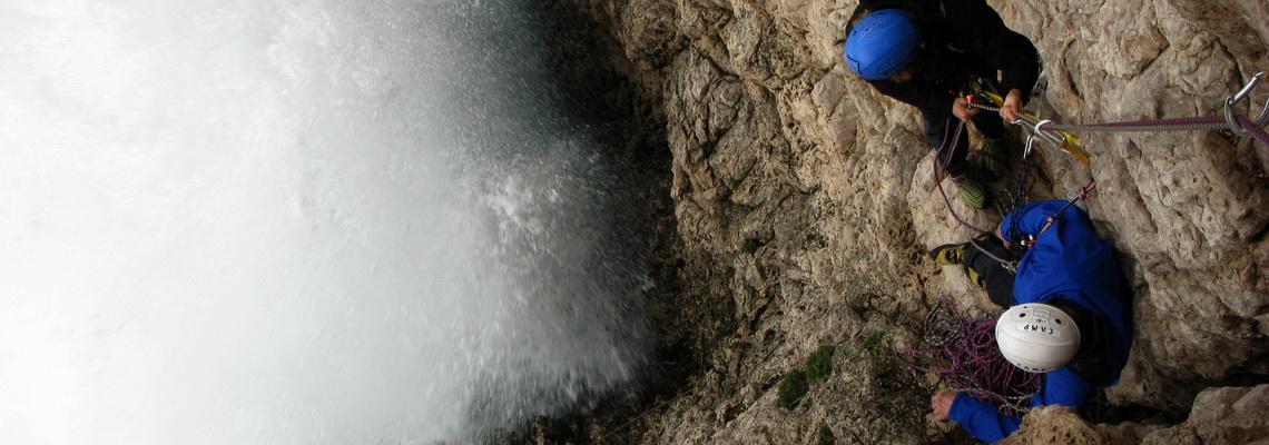 Gaeta, mare in tempesta, corso base di arrampicata