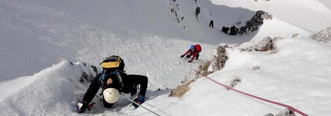 Ripidi canali in Appennino, corso di alpinismo invernale